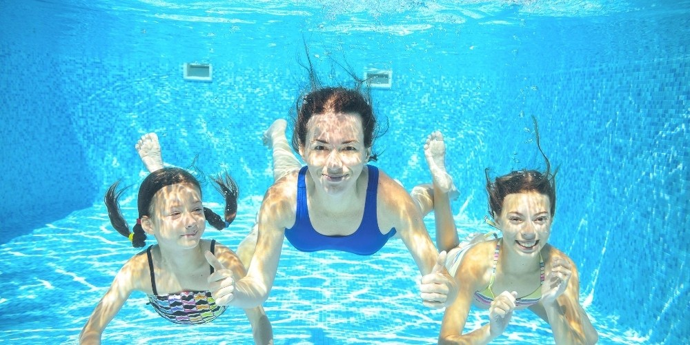 kids in Denver pool underwater sunscreen
